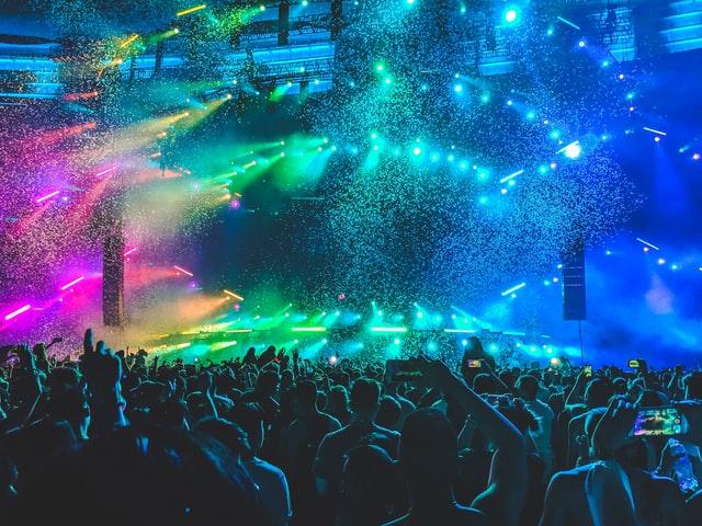 good social skills - large concert